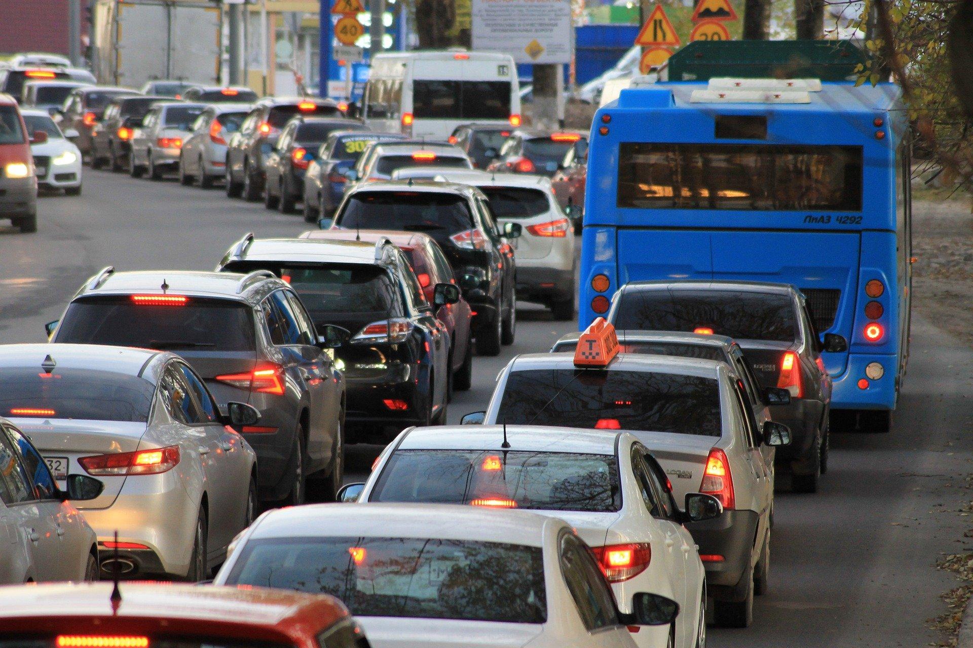Kierowca w Bełchatowie zasłabł za kierownicą